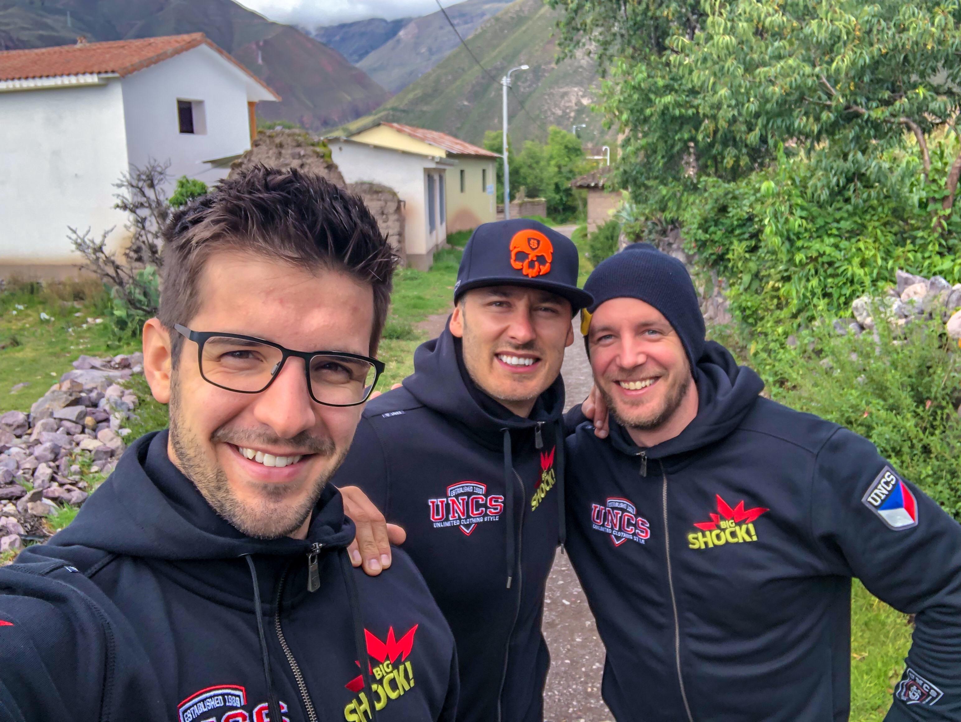 Big Shock Racing vyzvedl závodní stroje a před startem Dakaru panuje v týmu dobrá nálada