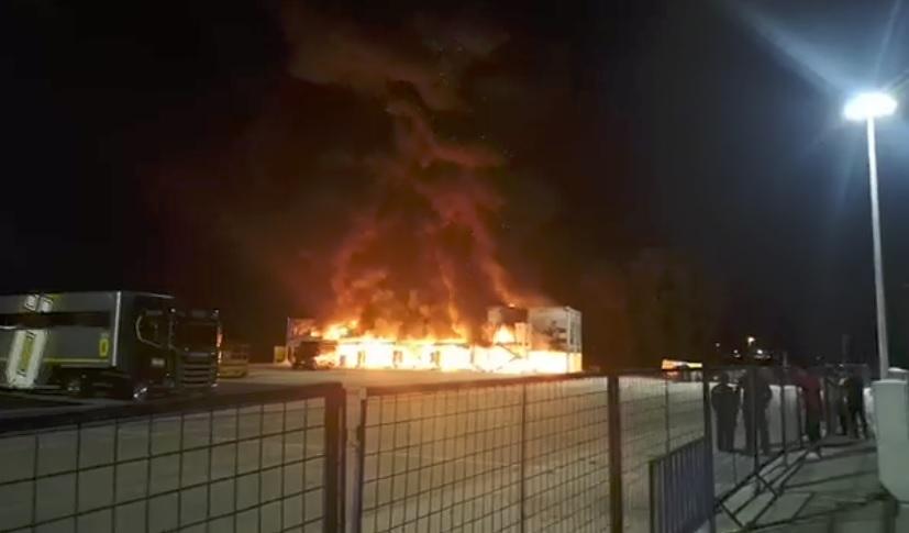 Paddock Moto-E v plamenech