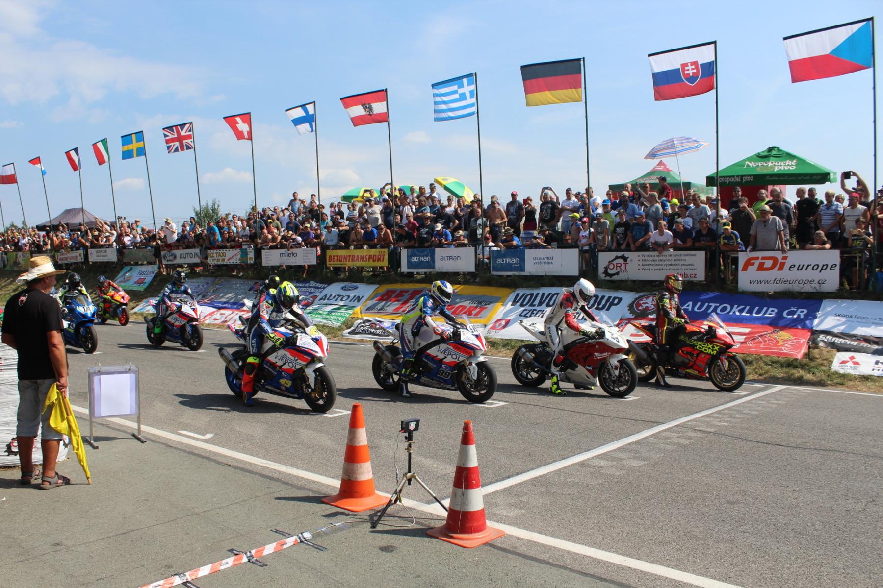 Kalendáře závodů závodních a přírodních okruhů 2021 AČR