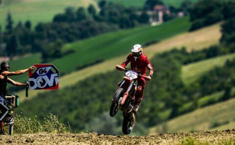 Andrea Dovizioso si při motokrosu zlomil klíční kost