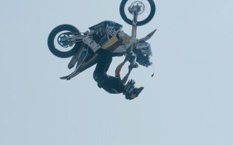 Libor Podmol skočil salto s dakarkou